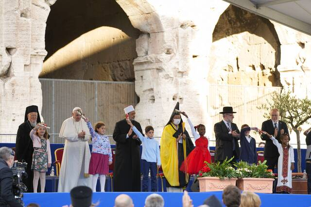 Προσευχή υπέρ της ειρήνης στο Κολοσσαίο