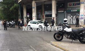 Πυροβολισμοί στο κέντρο της Αθήνας - Αυτοκίνητο εμβόλισε μηχανή της ομάδας ΔΙΑΣ, ένας τραυματίας