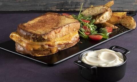 Ομελέτα σάντουιτς - Εύκολη συνταγή από τον Άκη Πετρετζίκη