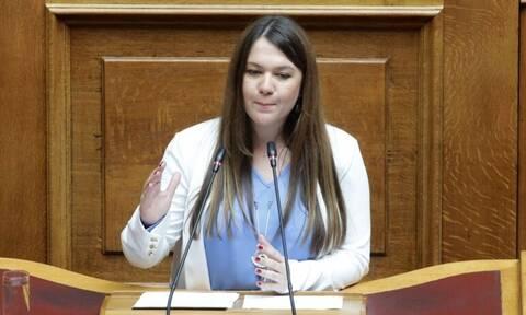 Κωνσταντίνα Αδάμου: Ποια είναι η ανεξάρτητη βουλευτής που έγινε το πρόσωπο της ημέρας;