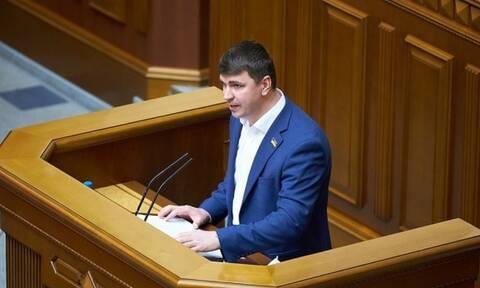 «Θρίλερ» στην Ουκρανία: Βουλευτής που μετείχε σε έρευνα για διαφθορά πέθανε μέσα σε ταξί
