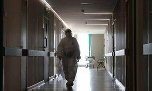 В России зафиксировали 936 смертей из-за коронавируса за сутки. Это максимум за пандемию