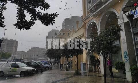 Κακοκαιρία «Αθηνά»: Άνοιξαν οι ουρανοί στην Πάτρα - Πλημμύρισαν δρόμοι και καταστήματα (vids)