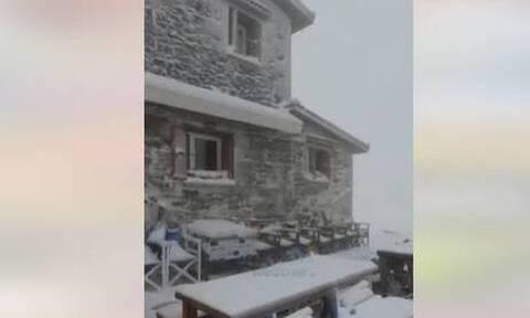 Κακοκαιρία «Αθηνά» –Χιόνισε στον Όλυμπο: Εντυπωσιακές εικόνες με το βουνό των θεών ντυμένο στα λευκά
