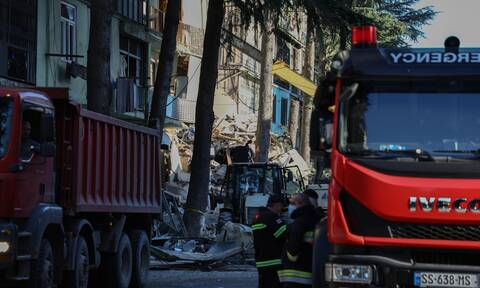 Γεωργία: Κατέρρευσε κτίριο κοντά στο ξενοδοχείο της Εθνικής - Παιδιά ανάμεσα στους εγκλωβισμένους