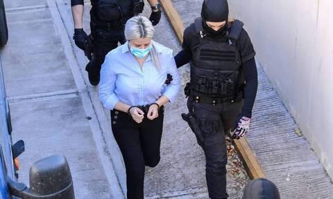 Δίκη για βιτριόλι: Έτσι περνάει στη φυλακή η Έφη Κακαράντζουλα - Οι άγνωστες κινήσεις της