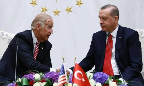 Έξαλλος ο Μπάιντεν με Ερντογάν: «Η Τουρκία απειλεί την εξωτερική πολιτική μας»