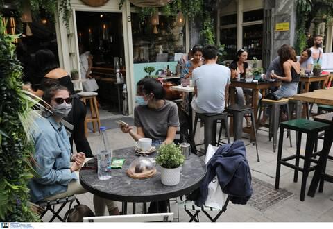 Κορονοϊός: Πώς θα «κινούνται» από σήμερα εμβολιασμένοι και μη - Τι ισχύει για μάσκα και εστίαση