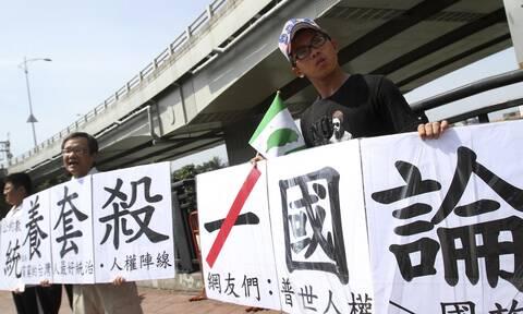 Κίνα: Ο πρόεδρος Τζινπίνγκ δεσμεύεται για ειρηνική «επανένωση» με την Ταϊβάν