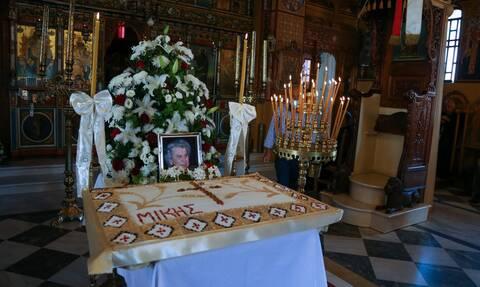 Κρήτη: Πλήθος κόσμου στο μνημόσυνο του Μίκη Θεοδωράκη - Έδωσε τελικά το «παρών» η κόρη του (pics)