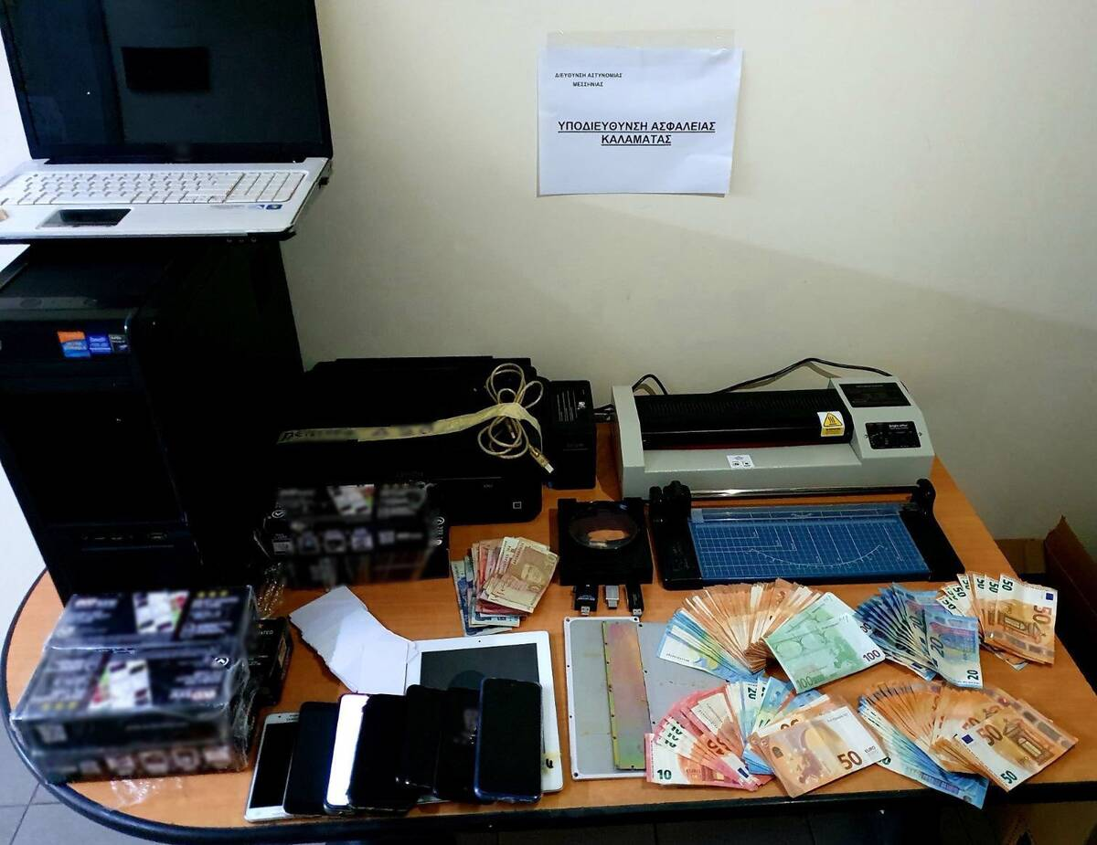 Κινητά, εκτυπωτές, πλαστικοποιητές και laptop είχαν μεταξύ άλλων στην κατοχή τους τα μέλη της οργάνωσης