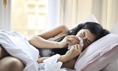Κρυολόγημα και γρίπη: Συμπτώματα και σύγκριση με τον COVID-19