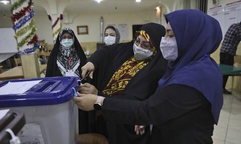 Ιράκ: Άνοιξαν οι κάλπες για τις εκλογές, ένα τεστ για το δημοκρατικό σύστημα της χώρας