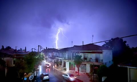 Η κακοκαιρία «Αθηνά» σφυροκοπά τη χώρα -  Πού θα «χτυπήσει» τις επόμενες ώρες