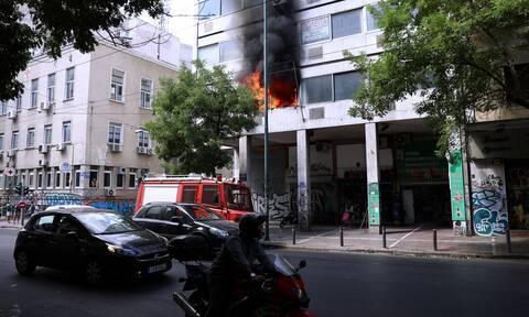 Δήμος Αθηναίων: Θα αποζημιωθούν οι ιδιοκτήτες των καμένων αυτοκινήτων στα Πατήσια