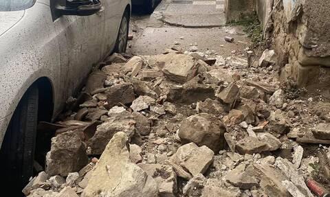 Κατέρρευσαν τοίχος και στέγη από παλιό σπίτι στα Τρίκαλα (pics)