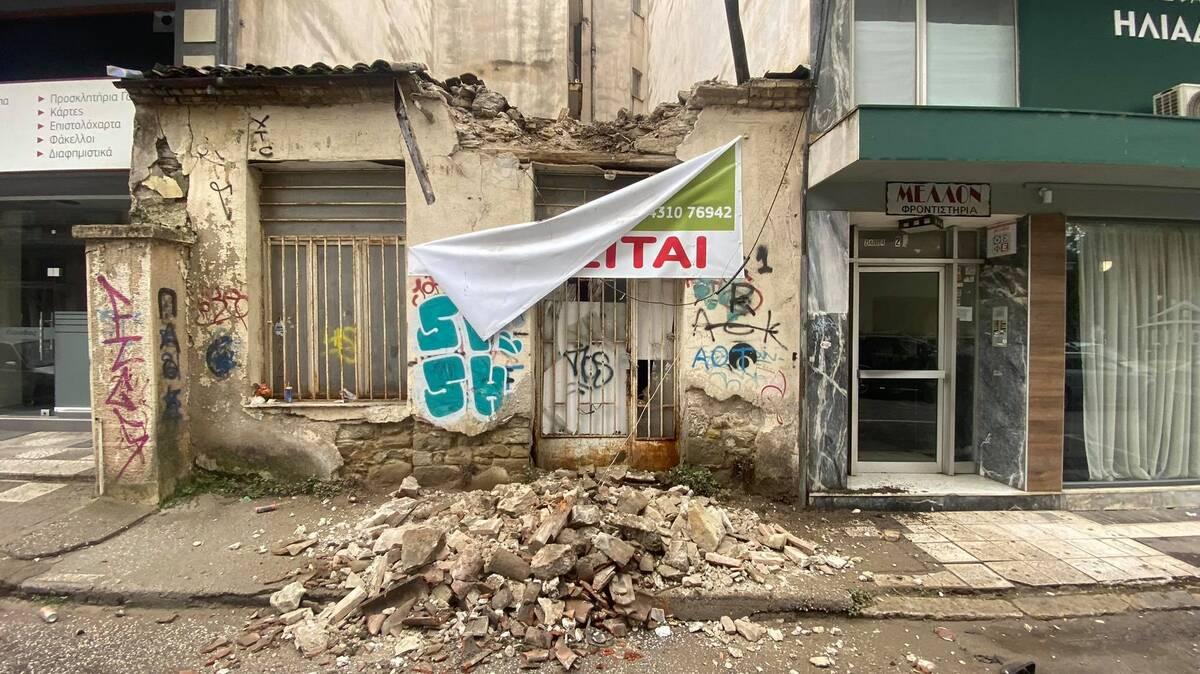 Κατέρρευσε μέρος παλιού σπιτιού στα Τρίκαλα