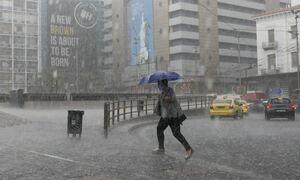 Καιρός: Έρχονται βροχές, καταιγίδες και χαλάζι τις επόμενες ώρες - Πού θα «χτυπήσουν» τα φαινόμενα