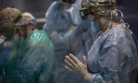 Κορονοϊός - Τζανάκης: Πάνω από 3.000 θάνατοι έως τις γιορτές αν δεν περάσουμε το 65% εμβολιασμών