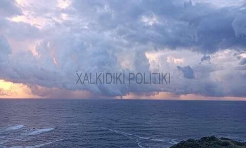 Χαλκιδική: Υδροστρόβιλος ανοιχτά της θάλασσας στη Σιθωνία