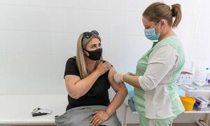 Вирусолог предложил ввести в России штрафы за отказ от вакцинации
