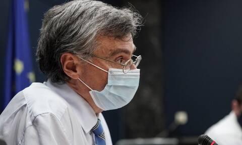 Τσιόδρας: Έρχεται έξαρση της πανδημίας σε περιοχές με πολλούς ανεμβολίαστους