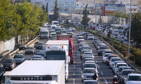 Κίνηση ΤΩΡΑ: Μποτιλιάρισμα στην Αθηνών-Λαμίας – Μεγάλες καθυστερήσεις και στο κέντρο της Αθήνας