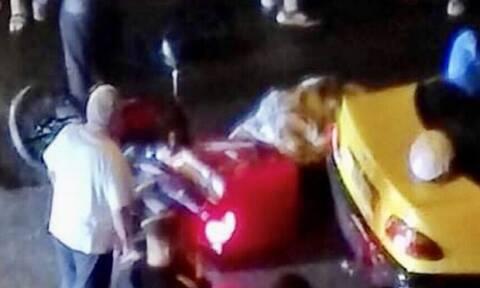 Τραγωδία στην Καλλιθέα: Νεκρός νεαρός διανομέας σε τροχαίο (vid)
