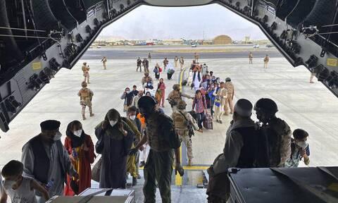 Ισπανία: Άφιξη το βράδυ μιας πρώτης πτήσης με Αφγανούς πρόσφυγες