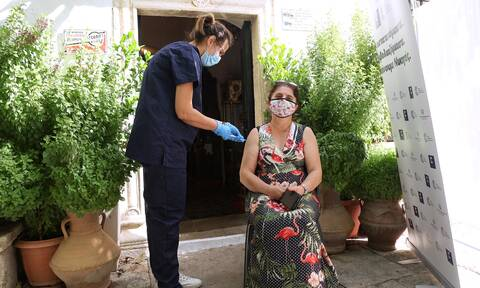 Βόρεια Ελλάδα: Ξεκινούν εμβολιασμοί «πόρτα-πόρτα» σε 48 χωριά – Τα στοιχεία που προβληματίζουν