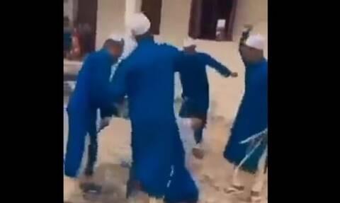 Σάλος στη Νιγηρία για το μαστίγωμα μαθήτριας σε σχολείο από δασκάλους αφού το ζήτησε ο… πατέρας της!