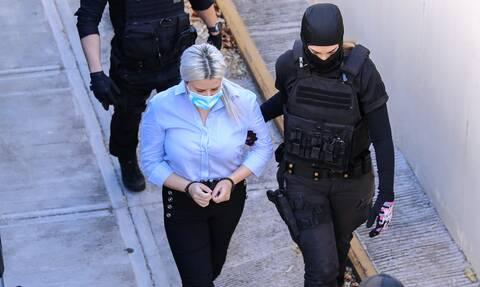 Έφη Κακαράντζουλα: Τι θα ισχυριστεί στην απολογία της - Ποιοι την επισκέπτονται στη φυλακή