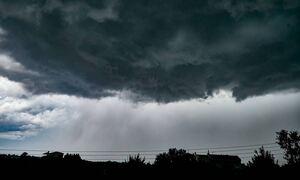 Καιρός ΤΩΡΑ: Ισχυρή καταιγίδα στην Αττική - «Άνοιξαν» οι ουρανοί