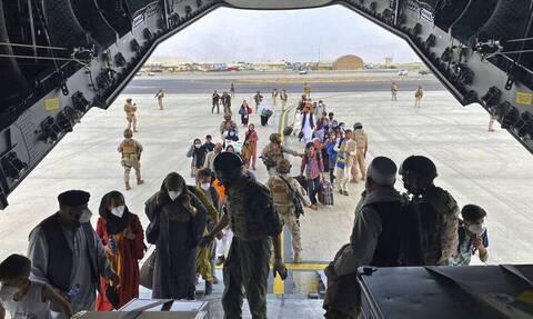 Ισπανία: Μια ακόμη πτήση με 160 Αφγανούς πρόσφυγες έφτασε στην Ισπανία