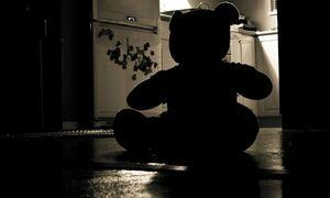 Φρίκη στη Θεσσαλονίκη: Στερέωνε το κινητό σε έπιπλο και βιντεοσκοπούσε τους βιασμούς των ανιψιών του