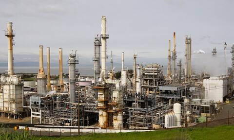 Πτώση στη Wall Street - Προσπάθειες να μείνει κάτω από τα 84 δολάρια το πετρέλαιο