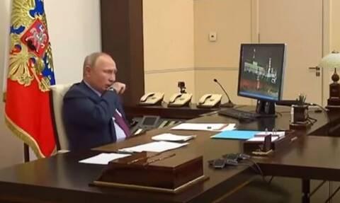 Τι συμβαίνει με τον Βλαντιμίρ Πούτιν; Ο βήχας που τον άφησε εκτός της τηλεδιάσκεψης των G20