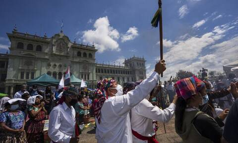 Γουατεμάλα: Διαδηλωτές προσπάθησαν να ανατρέψουν άγαλμα του Κολόμβου