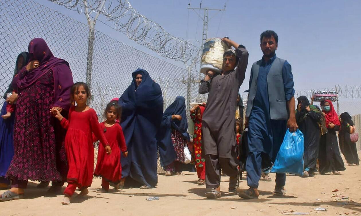 Αφγανιστάν: Οι Ταλιμπάν απειλούν ΕΕ και ΗΠΑ με «κύμα» μεταναστών αν δεν σταματήσουν οι κυρώσεις