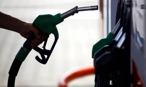 Ποιοι θα χάσουν έναν ολόκληρο μισθό εξαιτίας των ανατιμήσεων στα καύσιμα – Αναλυτικά παραδείγματα