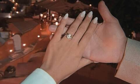 Ρομαντική πρόταση γάμου στη Σαντορίνη – Αυτό το ζευγάρι ετοιμάζεται να παντρευτεί (vid&pics)
