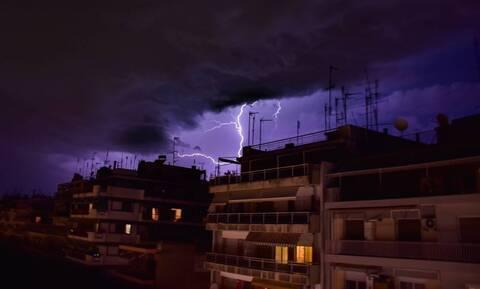 Καιρός meteo: Ισχυρές βροχές και καταιγίδες την Πέμπτη (14/10) στην Αττική λόγω του «Μπάλλου»