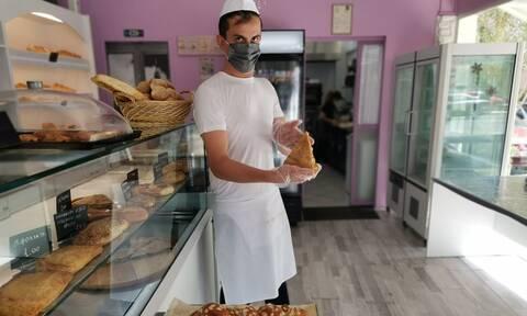 Παράδοση από φούρνο: Ο 30χρονος Χρήστος και η μητέρα του απογειώνουν τη ζύμη με συνταγές της γιαγιάς