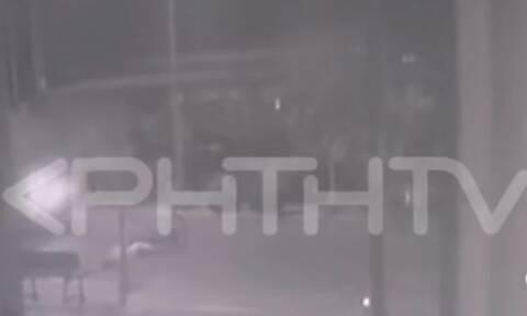 Σοκαριστικό τροχαίο στην Κρήτη: Αυτοκίνητο παρέσυρε ποδηλάτισσα και την εγκατέλειψε (vid)