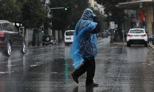 Κακοκαιρία: Ο «Μπάλλος» ξεκίνησε από τα δυτικά – Πώς θα κινηθεί τις επόμενες ώρες – Πού βρέχει
