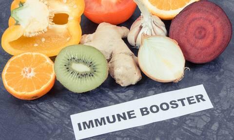 9 τροφές που ενισχύουν και 3 που αποδυναμώνουν το ανοσοποιητικό (video)