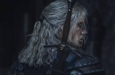 Ο Χένρι Κάβιλ είναι έτοιμος για μάχη στην αφίσα του The Witcher