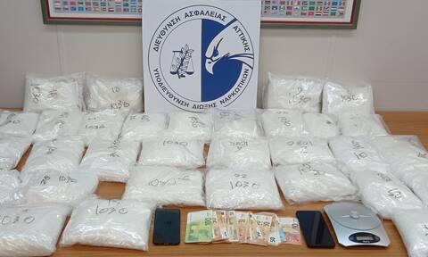 Εξαρθρώθηκε κύκλωμα διακίνησης ναρκωτικών - Η «κοκαΐνη των φτωχών» με την οποία θα γέμιζαν την Αθήνα
