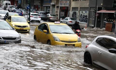 Κακοκαιρία «Μπάλλος»: Απίστευτες εικόνες - Οι δρόμοι της Αττικής έγιναν... ποτάμια (photos)