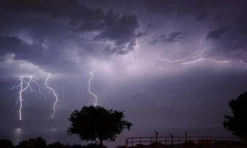 Κακοκαιρία «Μπάλλος»: Σαρώνουν τη χώρα βροχές και πλημμύρες– Προσοχή τις επόμενες ώρες στην Αττική